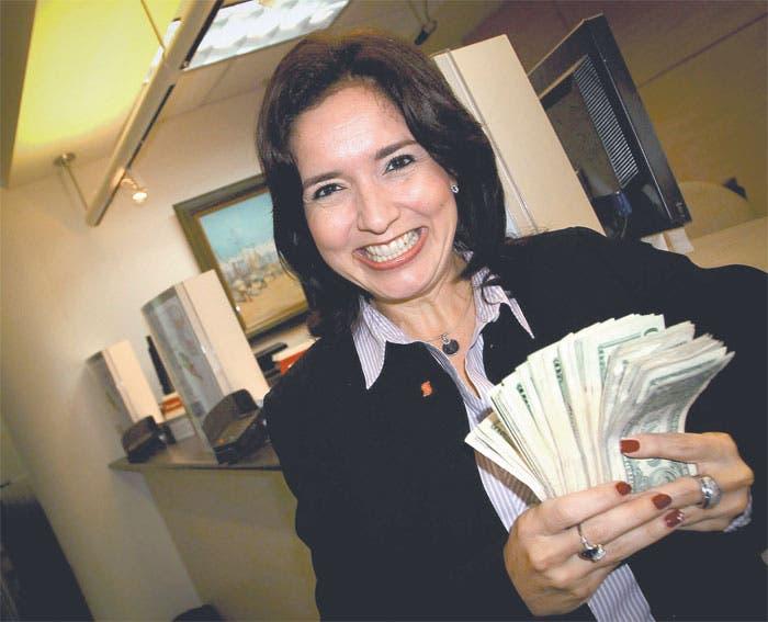 Experimenta el dólar un repunte pasajero