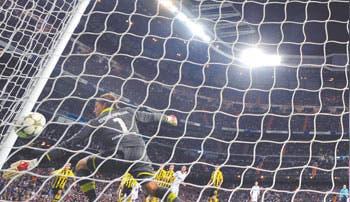 Ozil rescató al Madrid