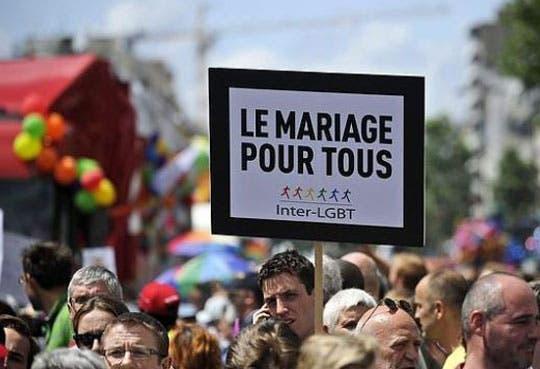 Abren puerta a matrimonio gay en Francia