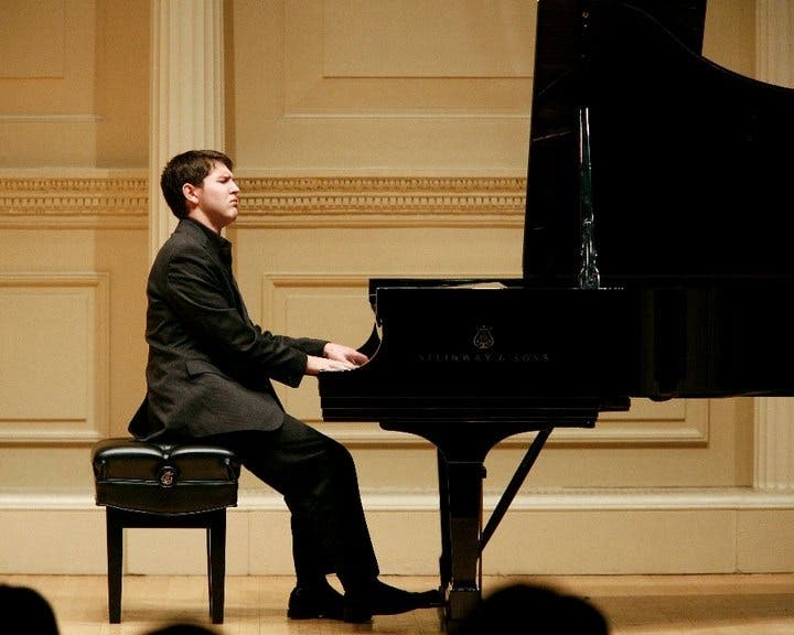 Destaca pianista tico en Rusia