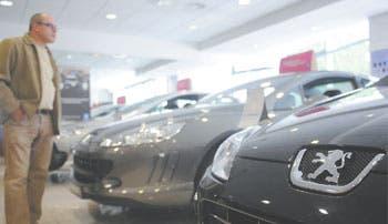 Apuesta Peugeot por sedán de bajo costo para salir de crisis