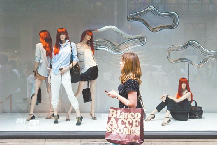 Agotados jóvenes de ropa express