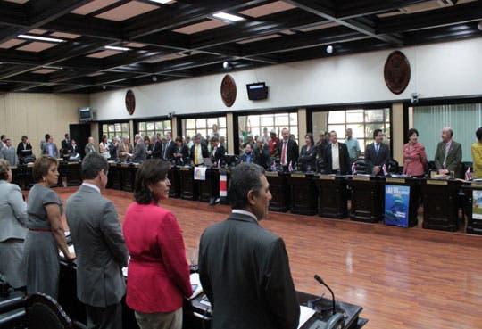 Costa Rica coloca $1000 millones en el extranjero