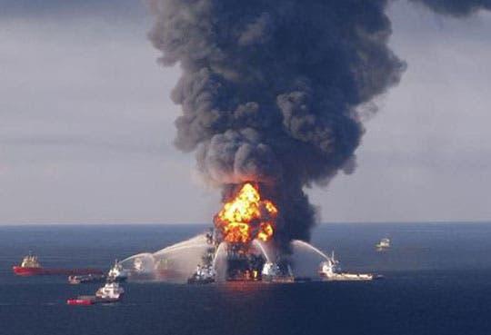 Explota plataforma de petróleo en Golfo de México