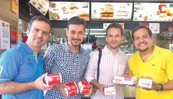Famosos transformaron hamburguesas en sonrisas