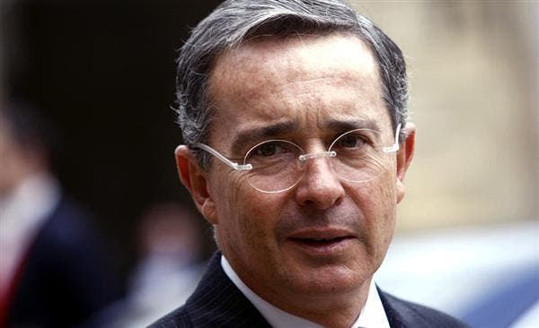Uribe considera inaceptable el fallo de CIJ