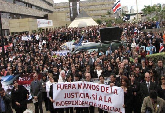 Exigen independencia judicial en protesta