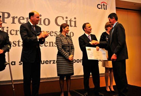 Premian microempresarios exitosos del 2012