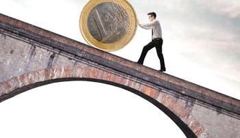Euro gana posición en medio de crisis