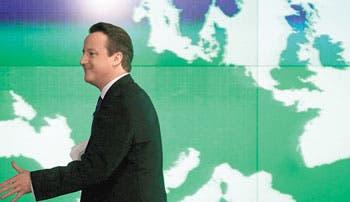 Merkel: Cameron arriesga al Reino Unido
