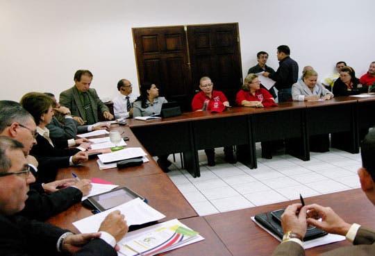 Reunión por salarios públicos
