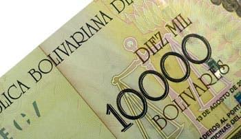 Venezuela devalúa 50% el bolívar