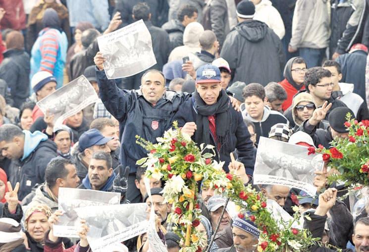 Clamor en Túnez tras entierro de líder