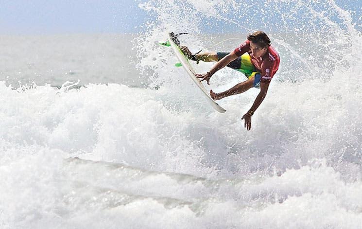 Surf de la metrópoli en Jacó