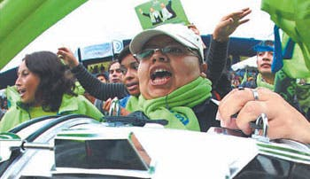 Arrasa Correa en elecciones ecuatorianas