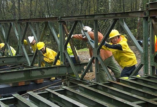 Nuevos puentes auxiliarán comunidades limonenses
