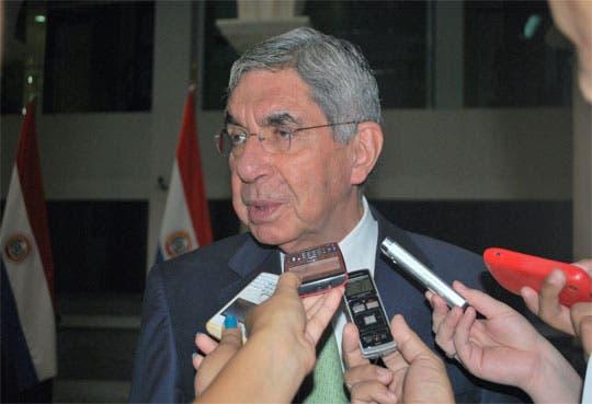 Arias lidera Misión de la OEA en Paraguay
