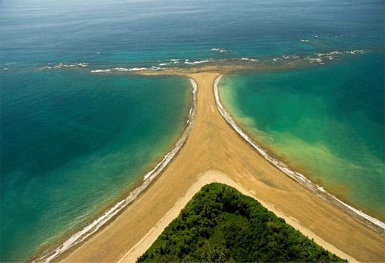 Destacan a Bahía Ballena como destino para 2013