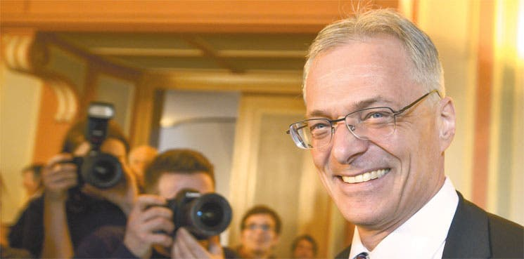 Luz verde para limitar salario de directivos en Suiza