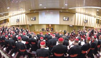 Arrancó reunión de cardenales