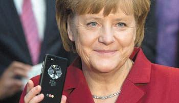 Europa de Merkel criticada por su rival