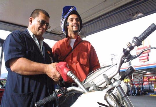 Primer rebaja del año en los combustibles