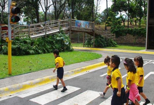 Estudiantes aprenden adecuado comportamiento en carretera