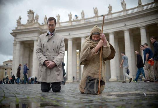 """Fieles oran para que cardenales elijan """"al hombre justo"""""""