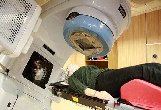 Colegio de Médicos dice que hay suficientes radioterapeutas