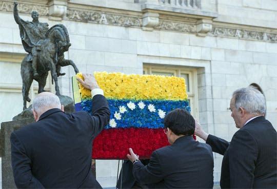 Rinden largo homenaje a Chávez en la OEA