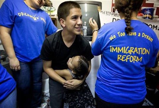 Activistas logran 15 mil firmas por reforma migratoria
