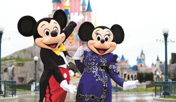 Estilistas visten a personajes de Disney