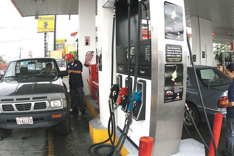 Gasolinas subirán un montón, diesel bajará un poquito