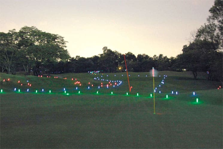 Golf nocturno y ambiental