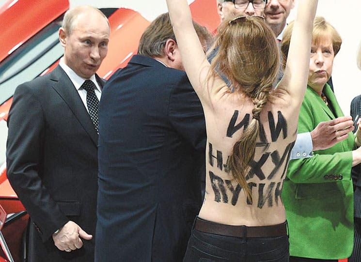Mujeres en topless protestan ante Putin