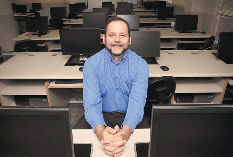 Reparación de computadoras con mano estudiantil