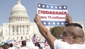 Miles piden reforma migratoria