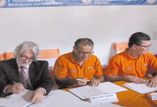 Gobierno y sindicatos firman convención colectiva