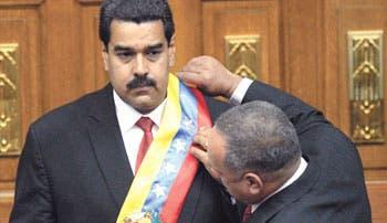 Maduro asume con duro ataque a oposición