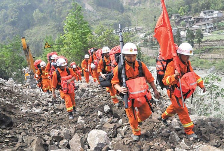 Aumentan las víctimas por terremoto en China