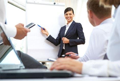 Experta capacita a empresarios