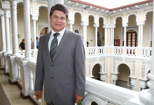 Villanueva desiste en lucha por presidencia