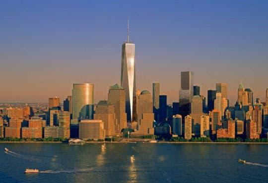 One World Trade Center toca el cielo de Nueva York