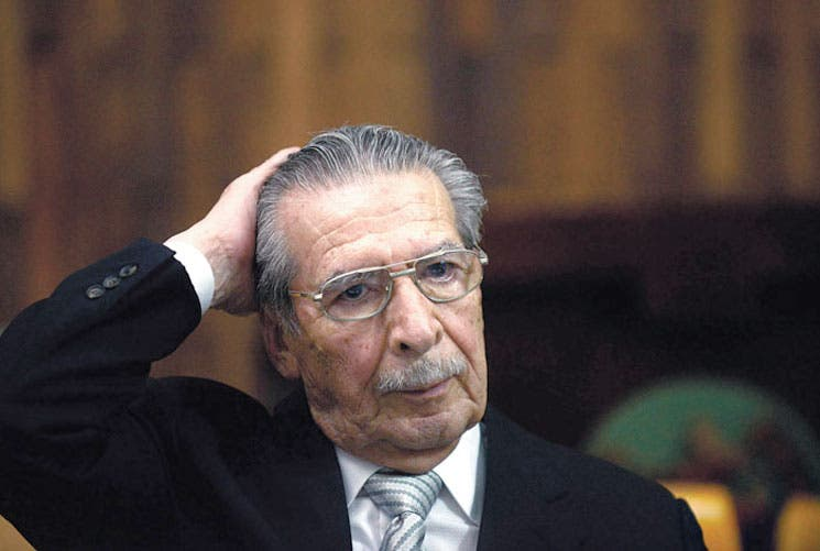 Condenan a Ríos Montt a 80 años de cárcel