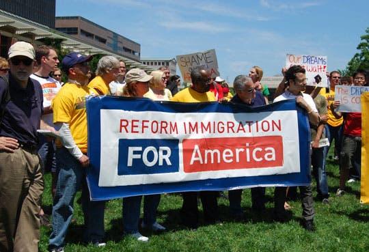 Obama se centrará en reforma migratoria pese a ataques