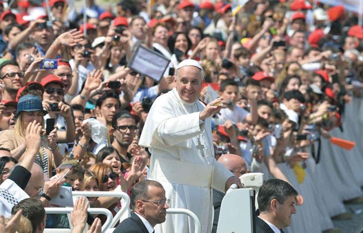 Papa alienta continuar diálogo de paz en Colombia