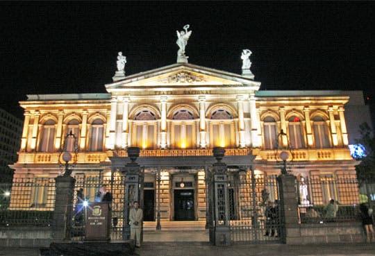 Orquesta Sinfónica en Teatro Nacional