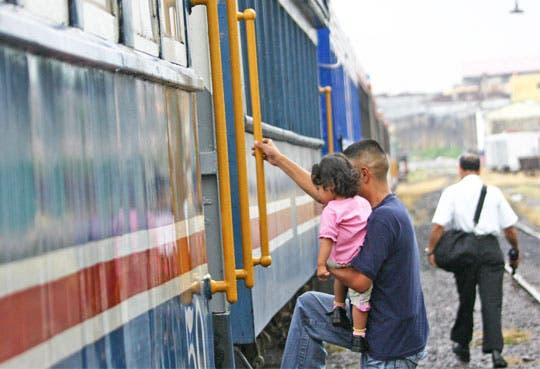 ARESEP estudia aumento en tren