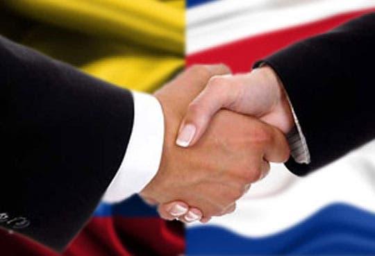 País firma TLC con Colombia