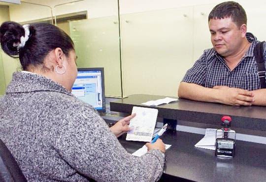 Funcionarios piden intervenir Migración